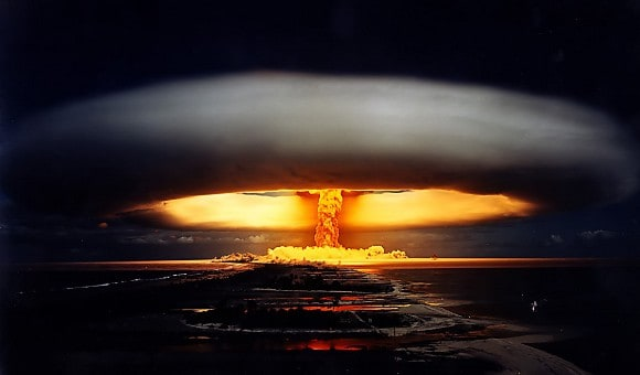 "Featured: The Reason Why Apple Doesn't Go ""Thermonuclear"" On Google Itself"