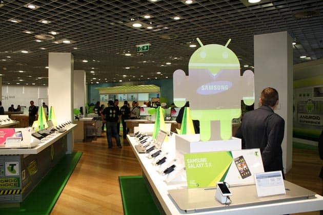 02-androidland-fiest-android-store-031211