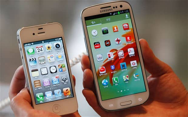 iPhone 4S and Galaxy S3 side by side
