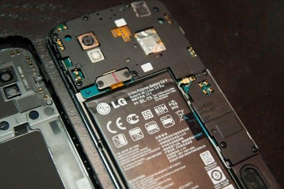 Nexus 4 Battery Removal via Brian Krug Twitter