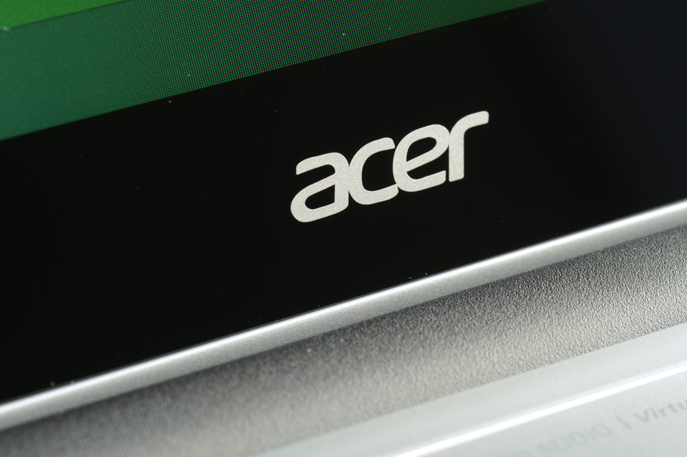 Acer-Aspire-V5-Touch-Review-acer-logo-screen
