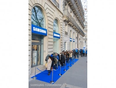 first samsung mobile store opens in paris ooh la la. Black Bedroom Furniture Sets. Home Design Ideas