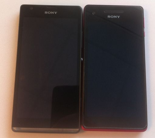 Xperia SP and V Displays Off Comparison