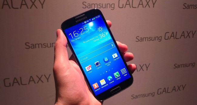 Galaxy S4 in hand