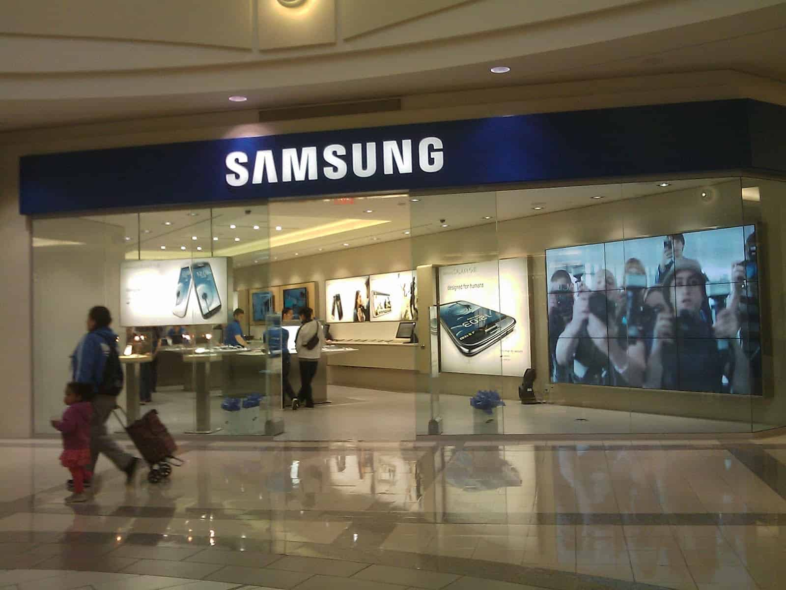 Samsung Snags Former Apple Store Designer Could We See