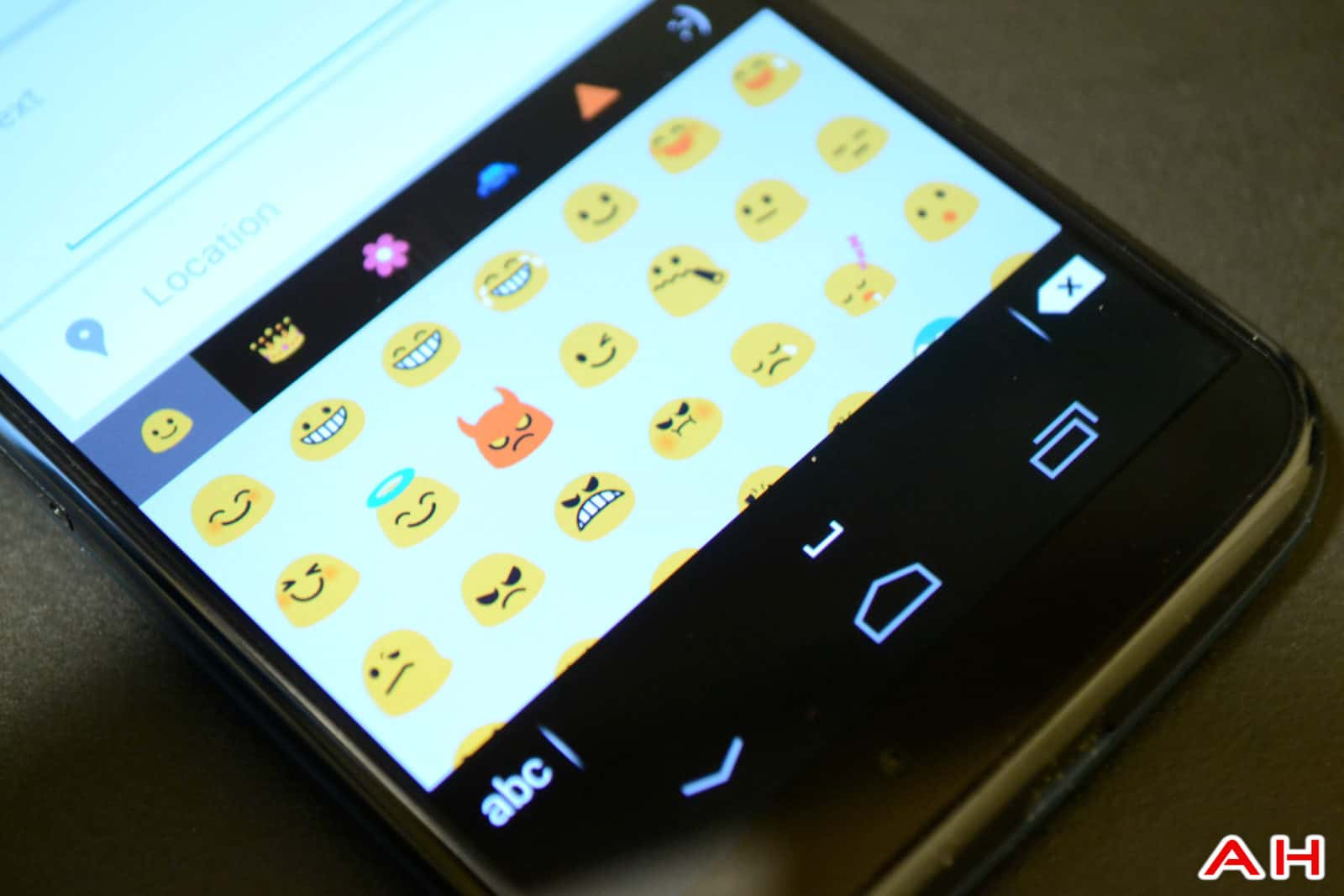 Swiftkey-Emoji-Beta-AH