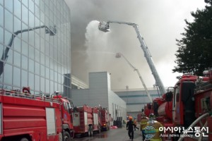 Factory Responsible for Manufacture of Some Galaxy S5 Circuit Boards Goes Up in Flames