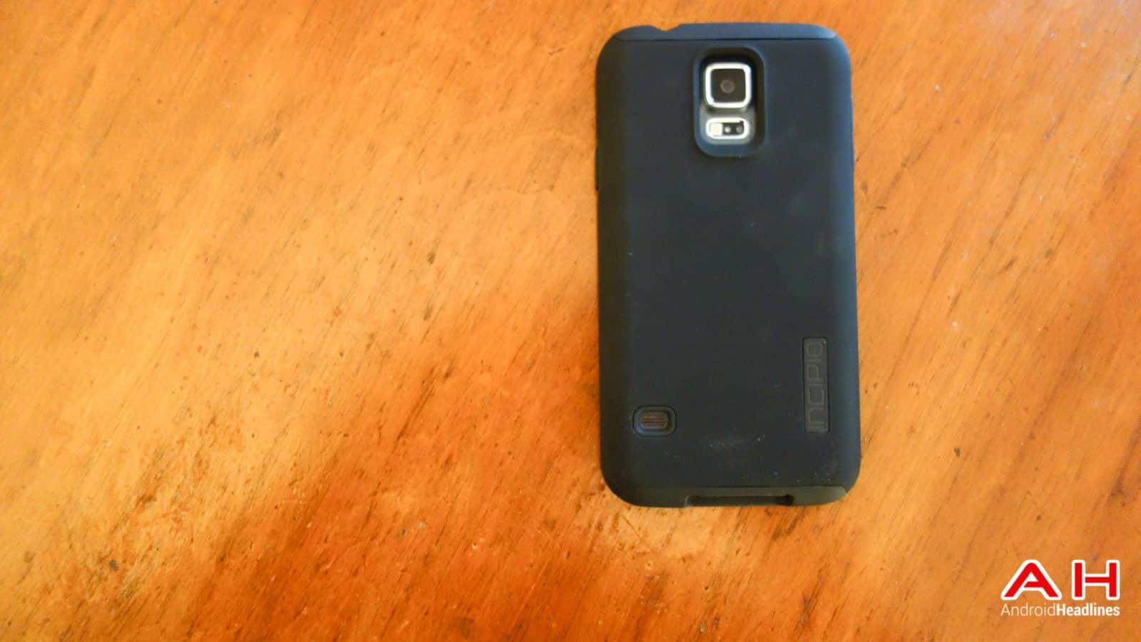Samsung-Galaxy-S5-Incipio-DualPro-Review-AH-1