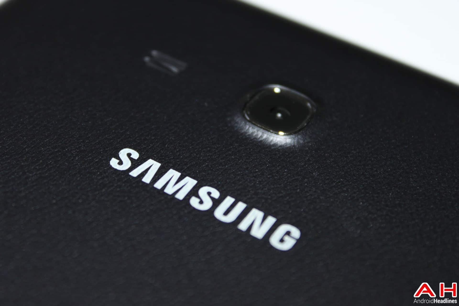 Samsungs Galaxy J1 Is To Be First In New Line Of Budget Android Samsung J100 4 Gb Smartphones