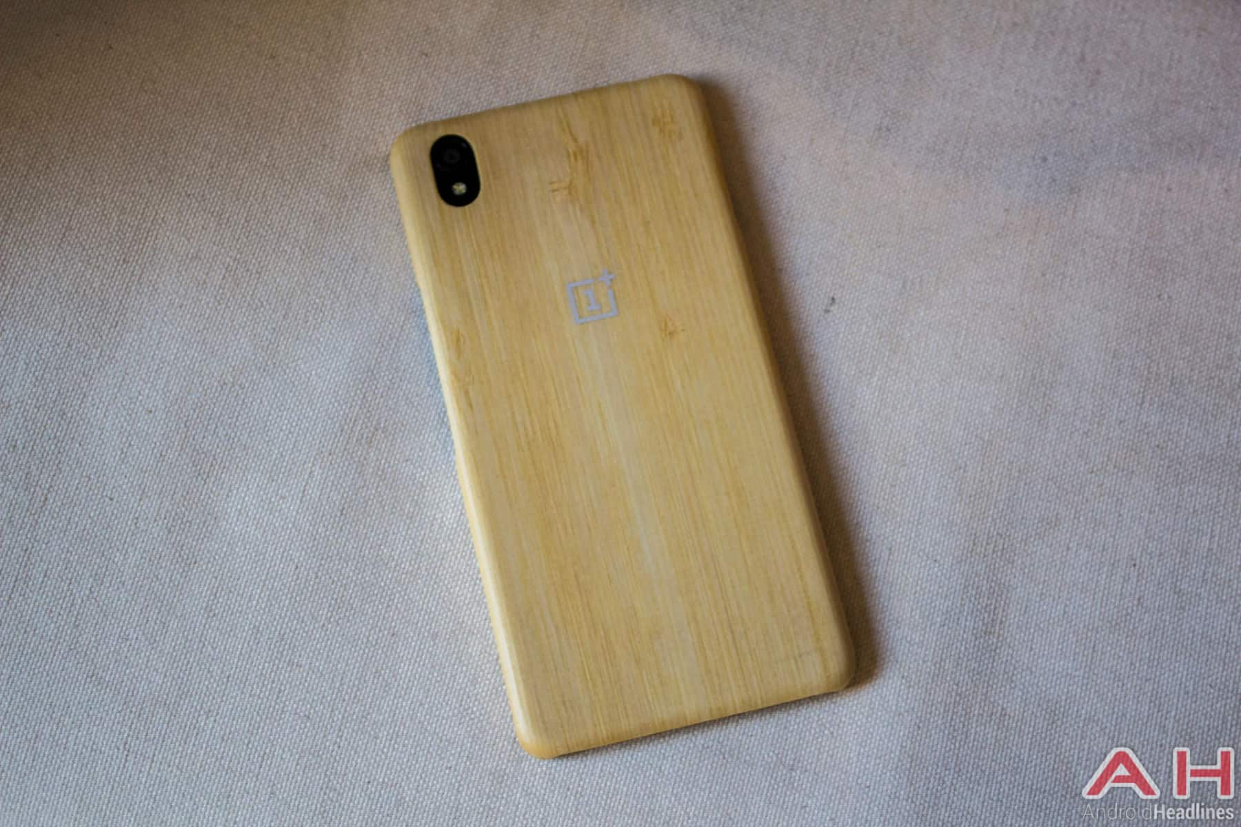 OnePlus X With Case AH 7