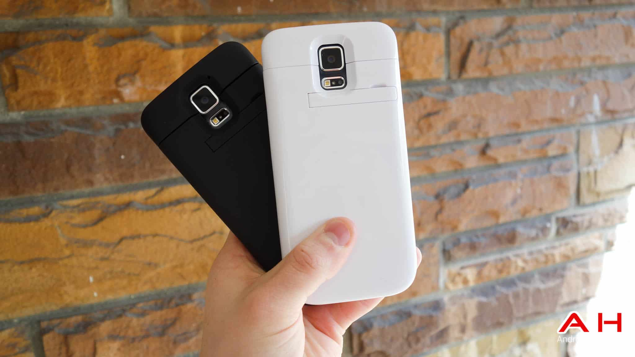 samsung galaxy s5 white vs black. while the battery life on samsung galaxy s5 might be improved over s4. there are still some people who may need more juice for whatever white vs black