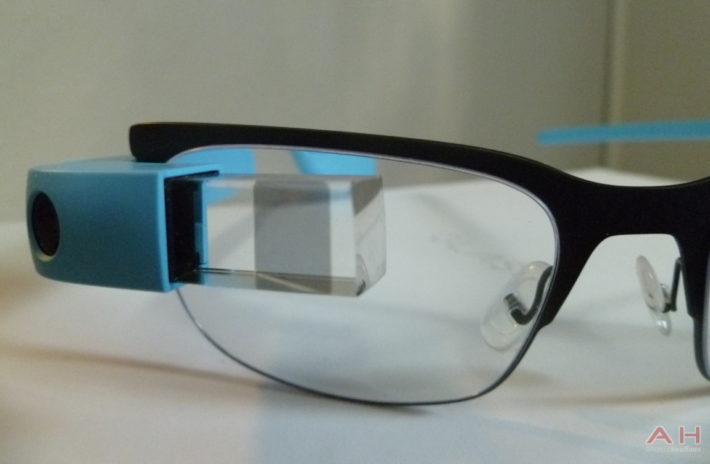The Latest Google Glass Update Lets You View Entire Contact Log