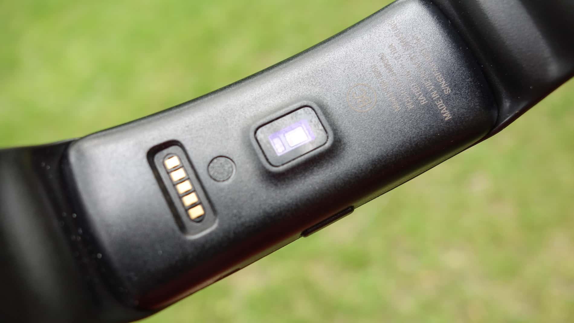 Samsung-Gear-Fit-AH-4