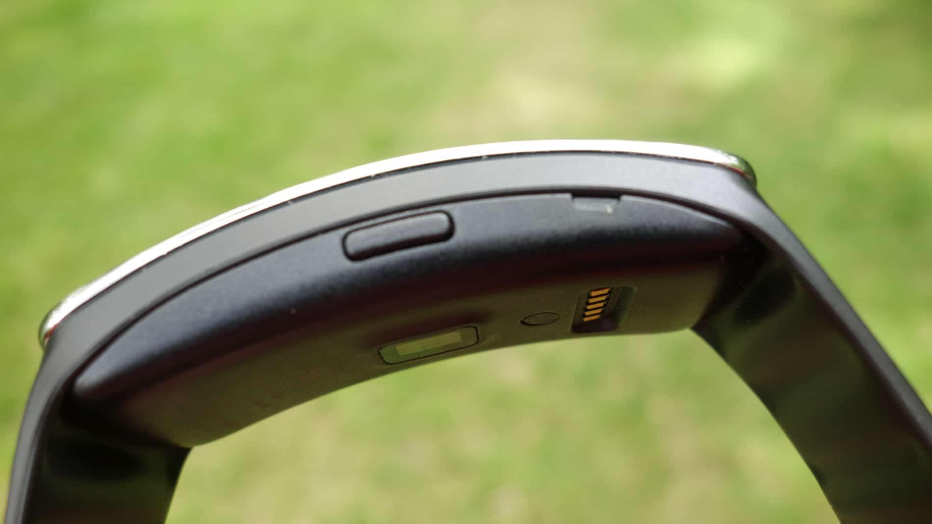 Samsung-Gear-Fit-AH-9