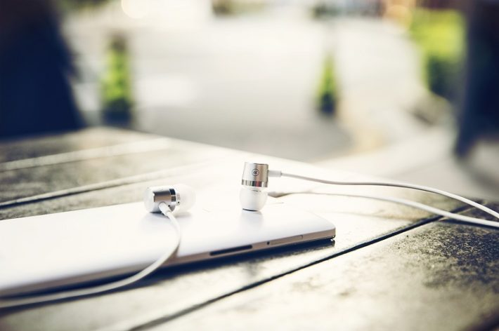 OnePlus Finally Release 'Silver Bullet' Earphones For The OnePlus One