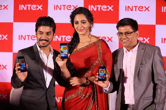 Sanjay-Bansal-Director-MarketingIntex-Technologies-with-Anushka-Shetty-and-Sanjay-Kumar-Kalirona-Senior-General-Manager-Mobile-Business-Intex-Technologies