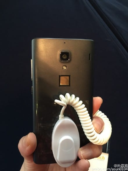 Xiaomi Redmi with a fingerprint scanner_2