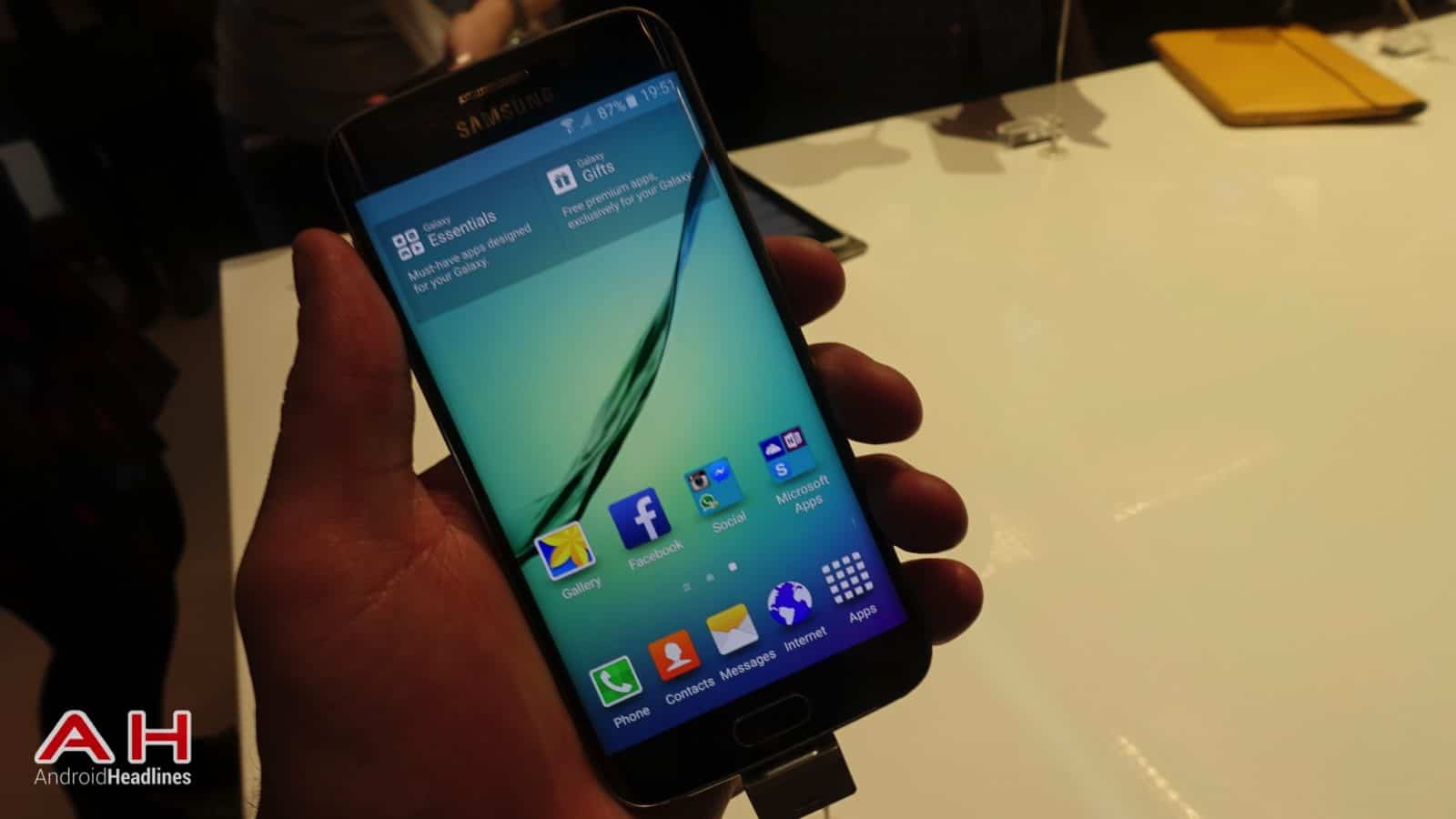 Galaxy S6 S6 Edge Hands On AH 13