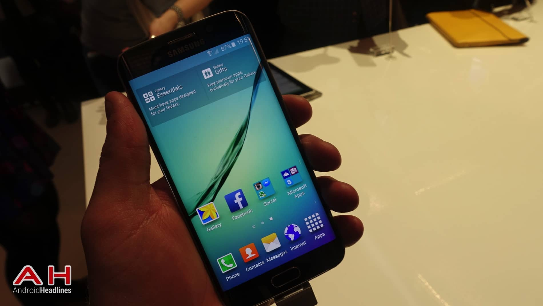 Galaxy S6 S6 Edge Hands On AH 14