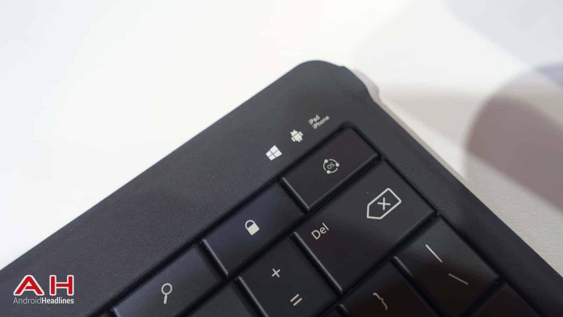 Microsoft Folding Keyboard AH 02