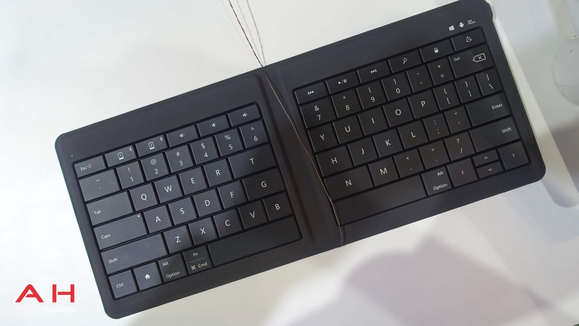Microsoft Folding Keyboard AH 08
