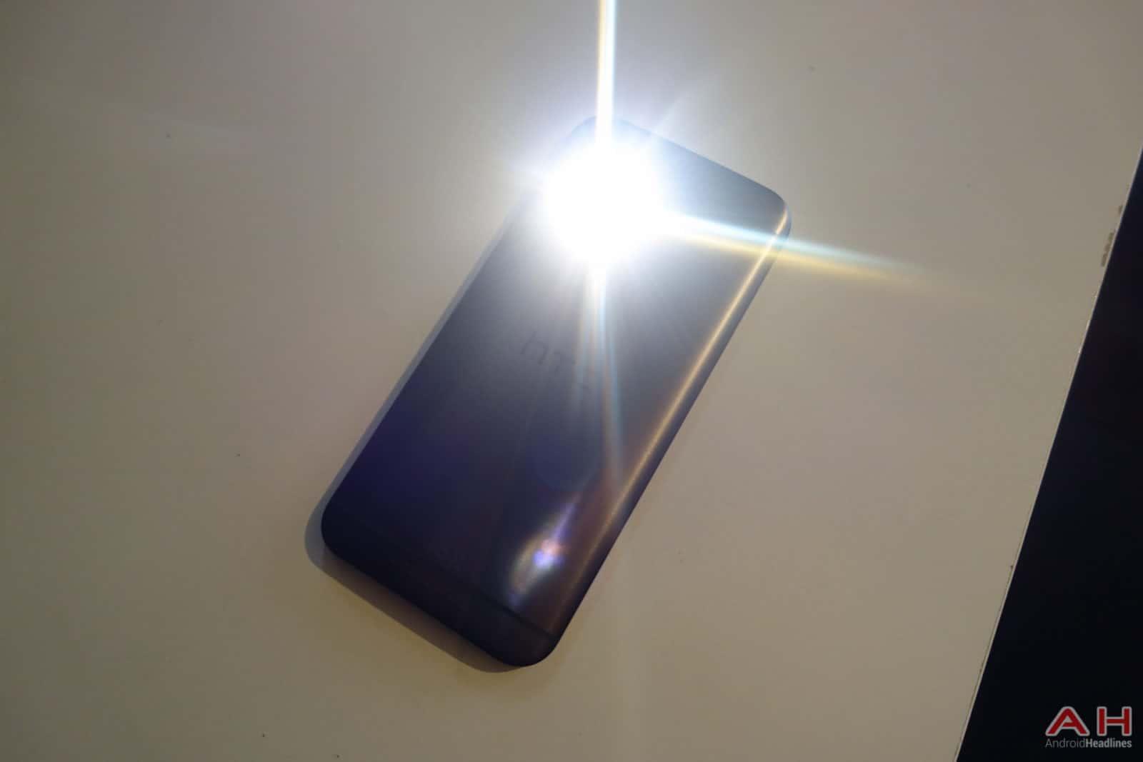 HTC-One-M9-Flashlight-AH-1