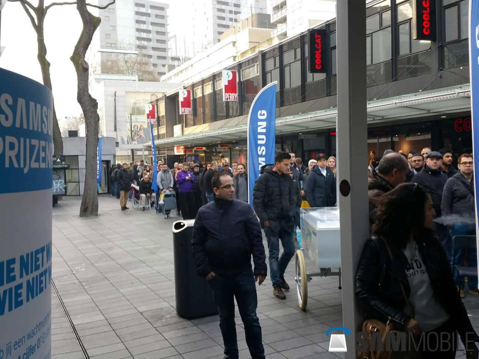 Samsung Galaxy S6 and S6 Edge line in Rotterdam 2