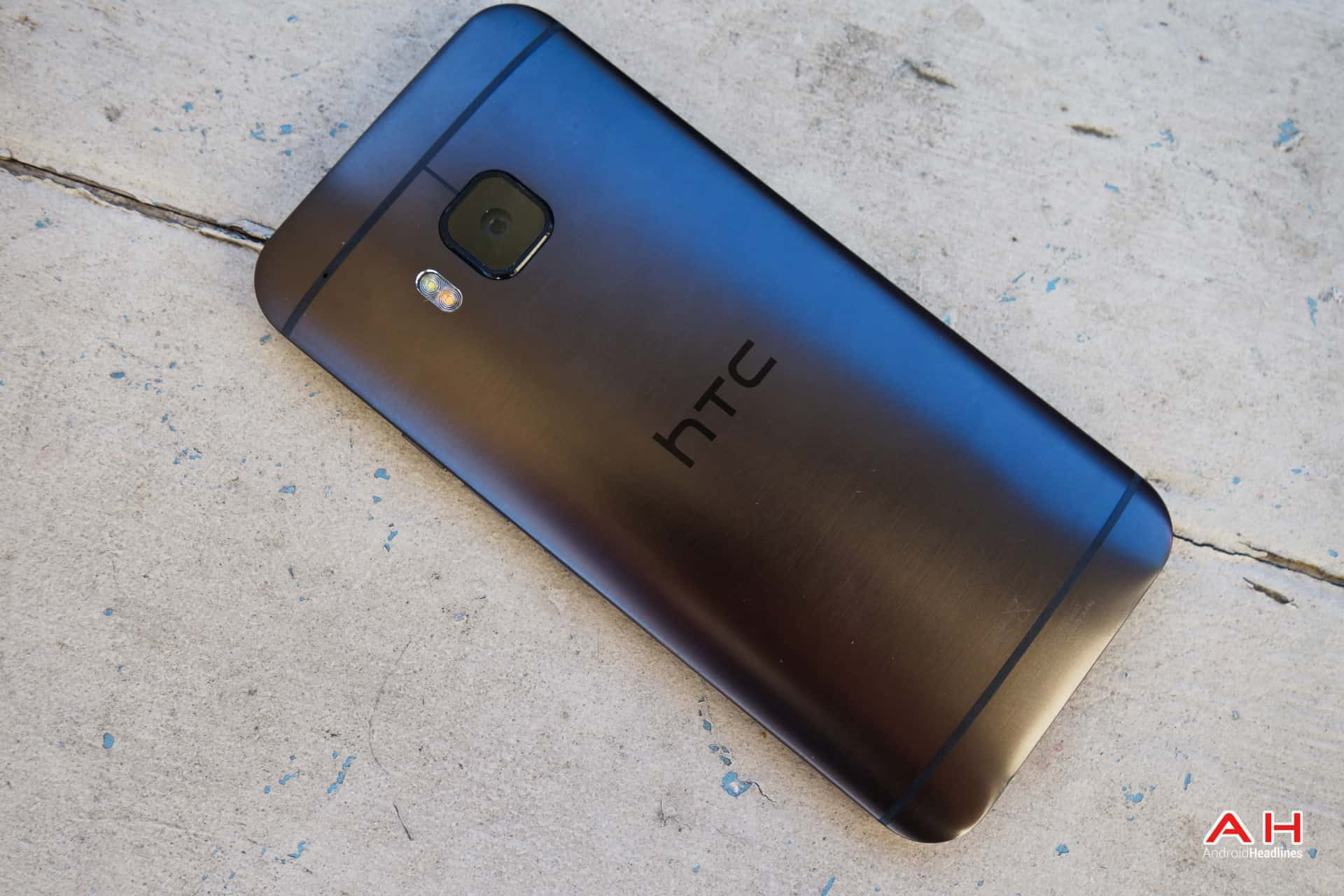 AH HTC One M9 5