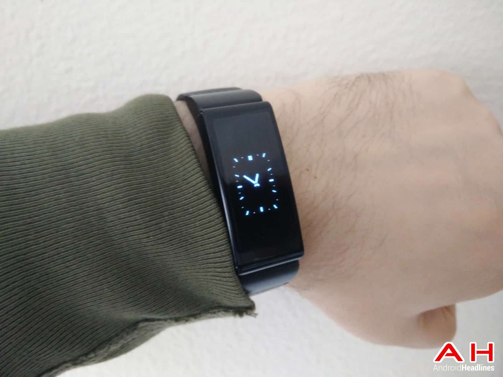 huawei talkband b2. it also lastly worth pointing out that on the software front, huawei have teamed up with jawbone and as such, device can be used to highlight your stats talkband b2
