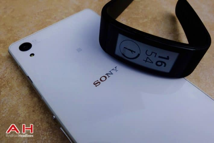 Featured Review: Sony SmartBand Talk