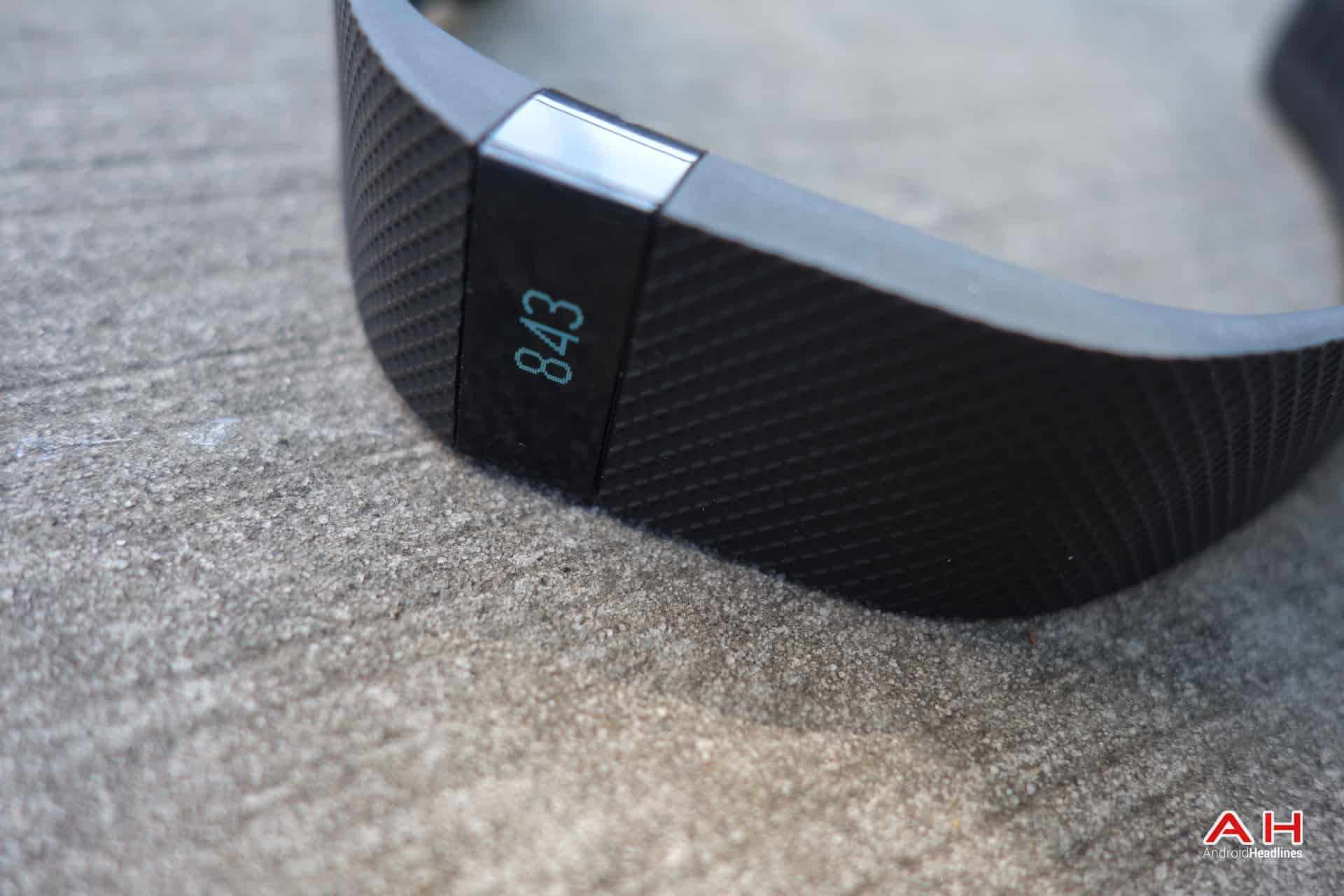 AH Fitbit Charge HR-4