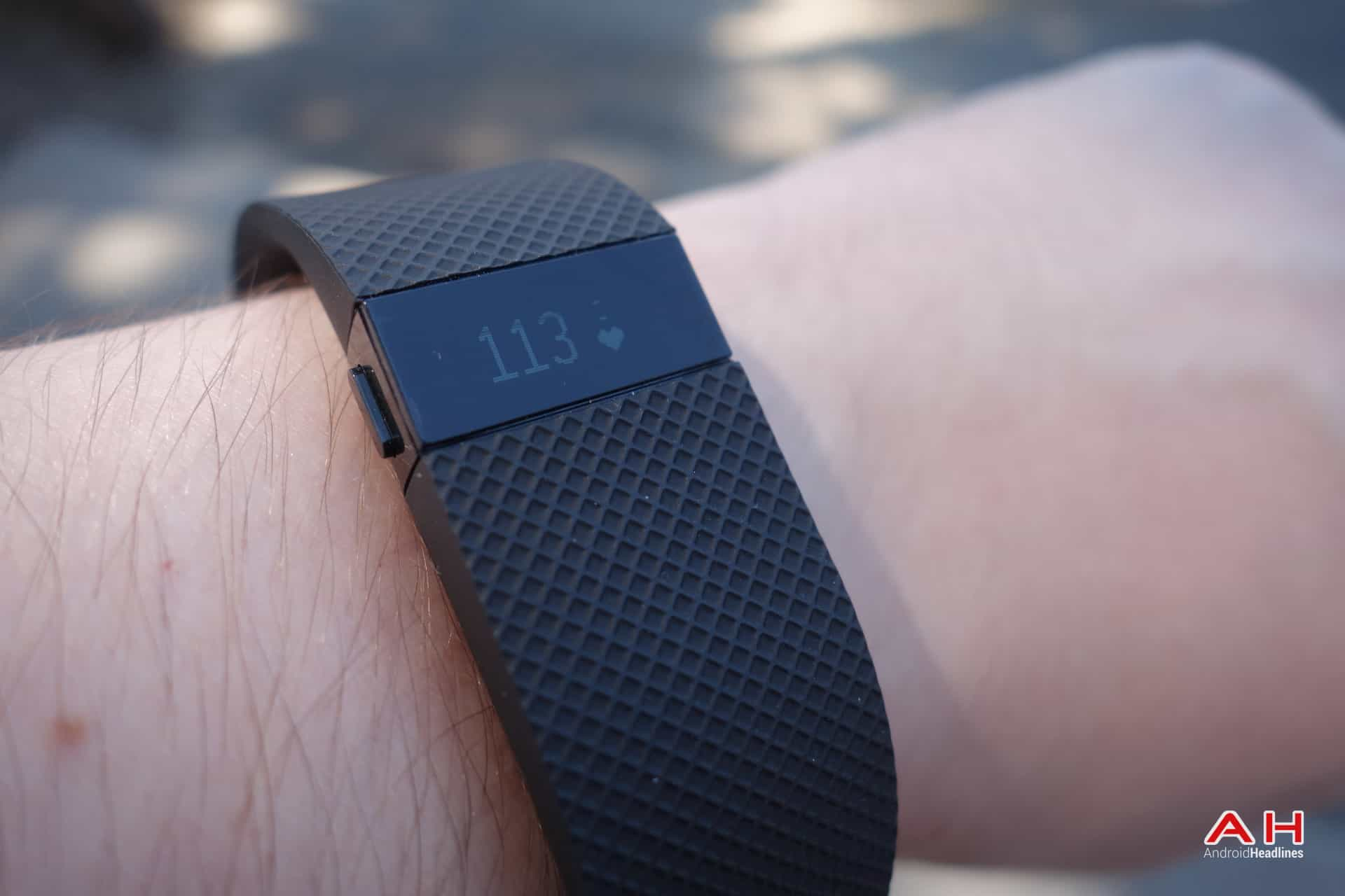 AH Fitbit Charge HR-5