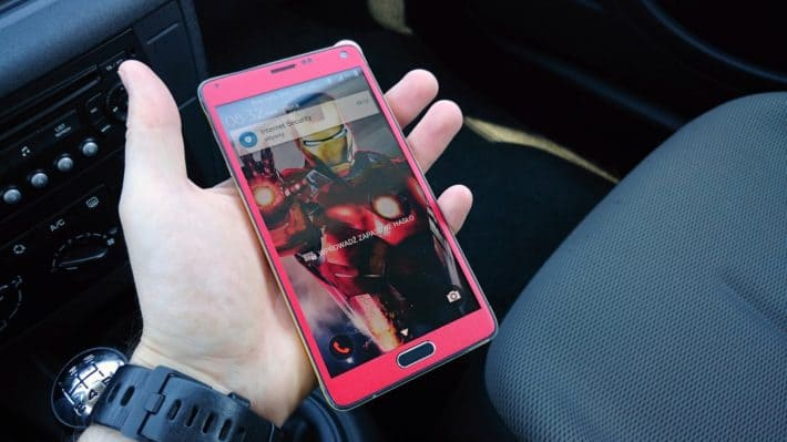 One Man Transforms His Galaxy Note 4 Into Iron Man Edition