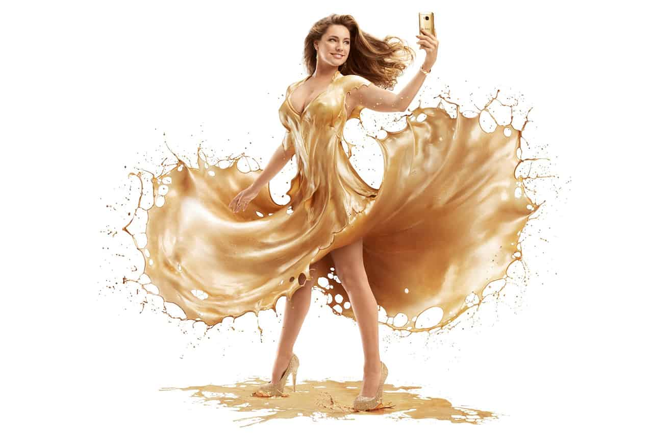 Kelly-Brook-covered-in-gold-paint KK