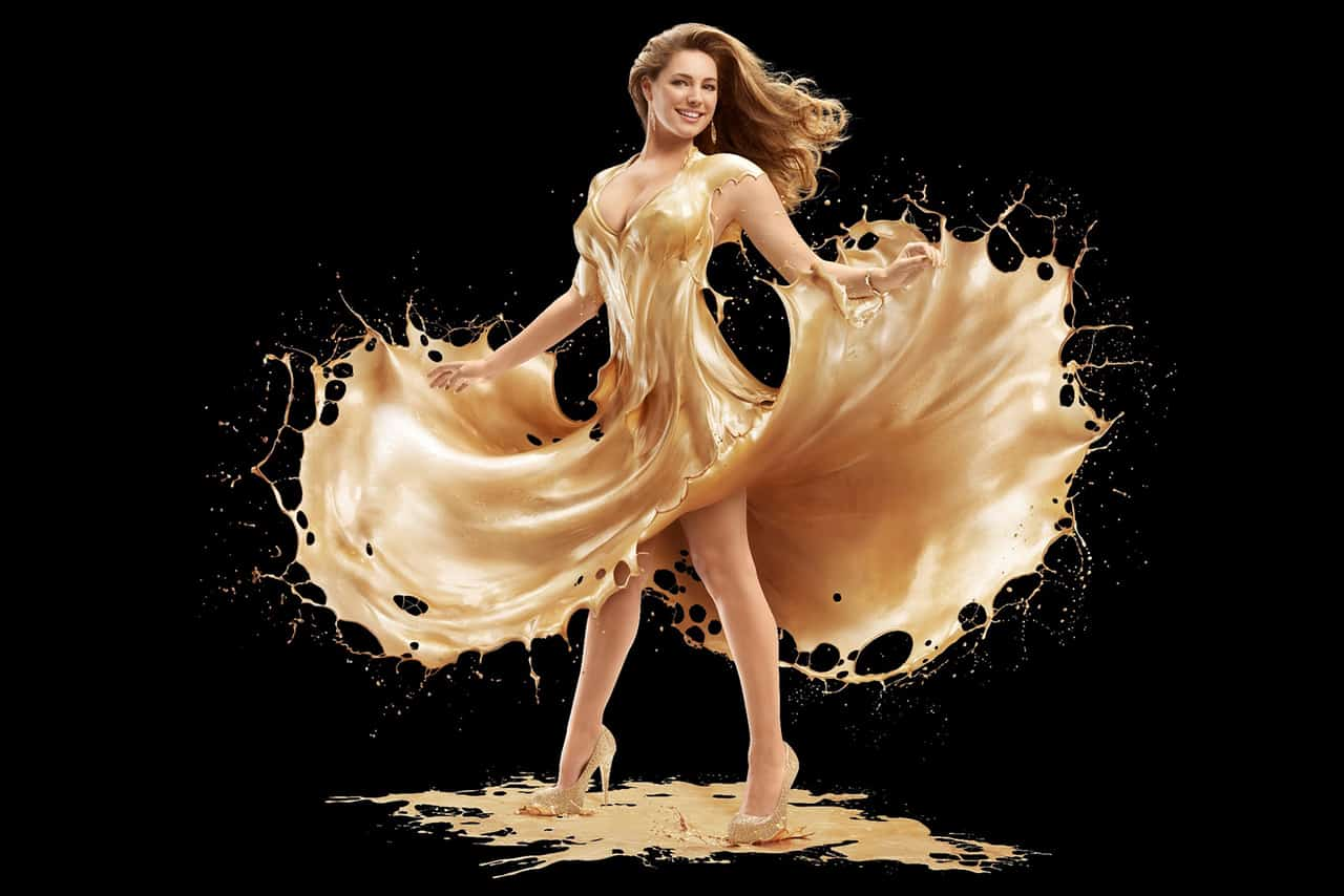 Kelly-Brook-covered-in-gold-paint(4) KK