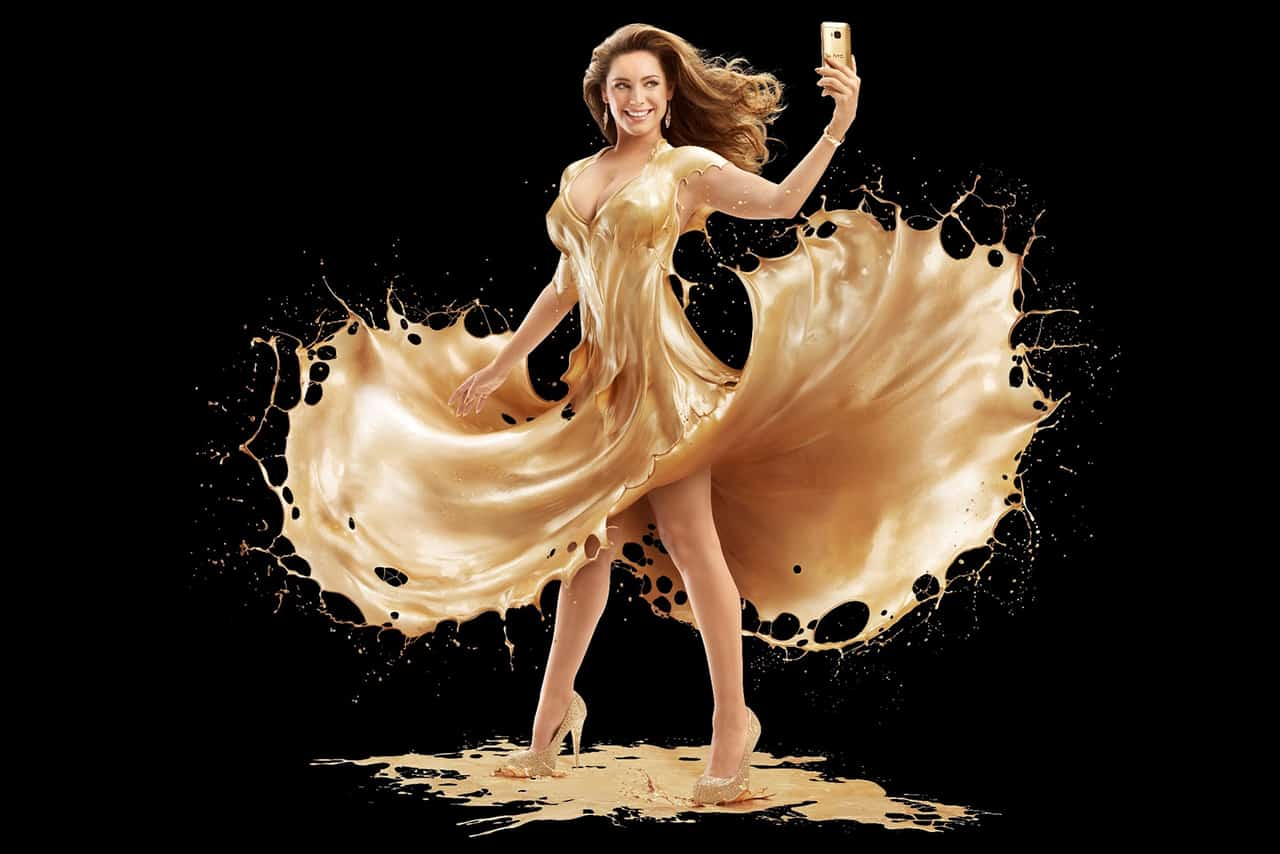 Kelly-Brook-covered-in-gold-paint(5) KK