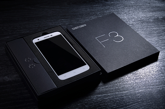 Doogee F3 and F3 Pro packaging and device_2