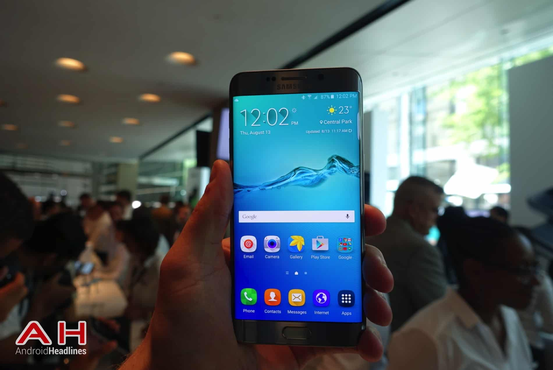 Galaxy S6 Edge Hands On AH 01