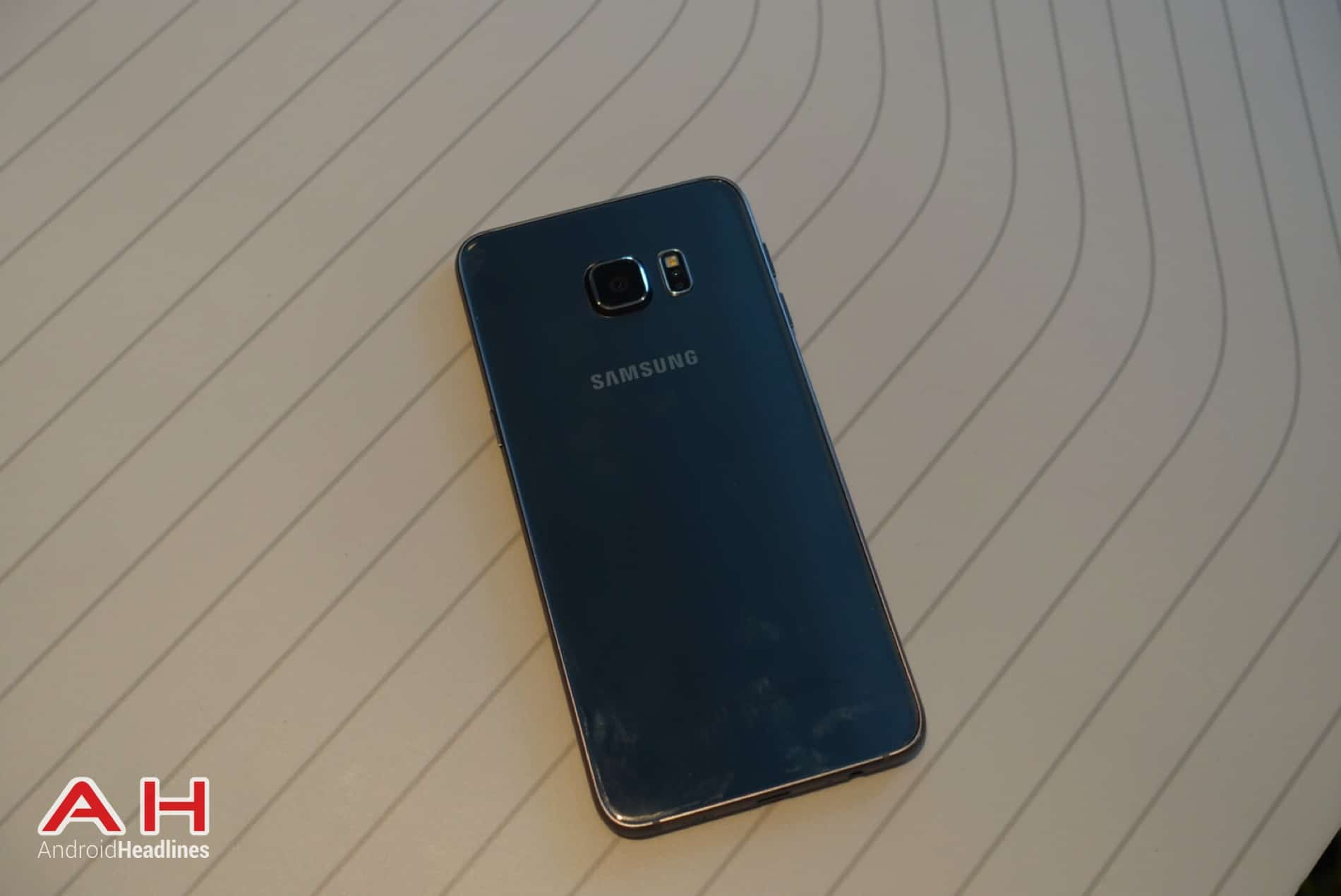 Galaxy S6 Edge Hands On AH 05