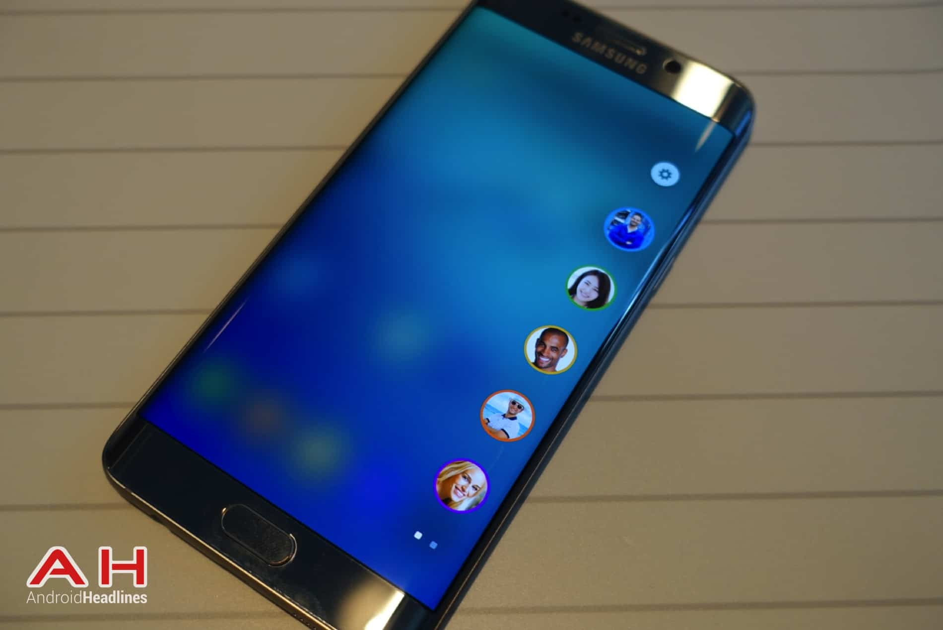 Galaxy S6 Edge Hands On AH 14
