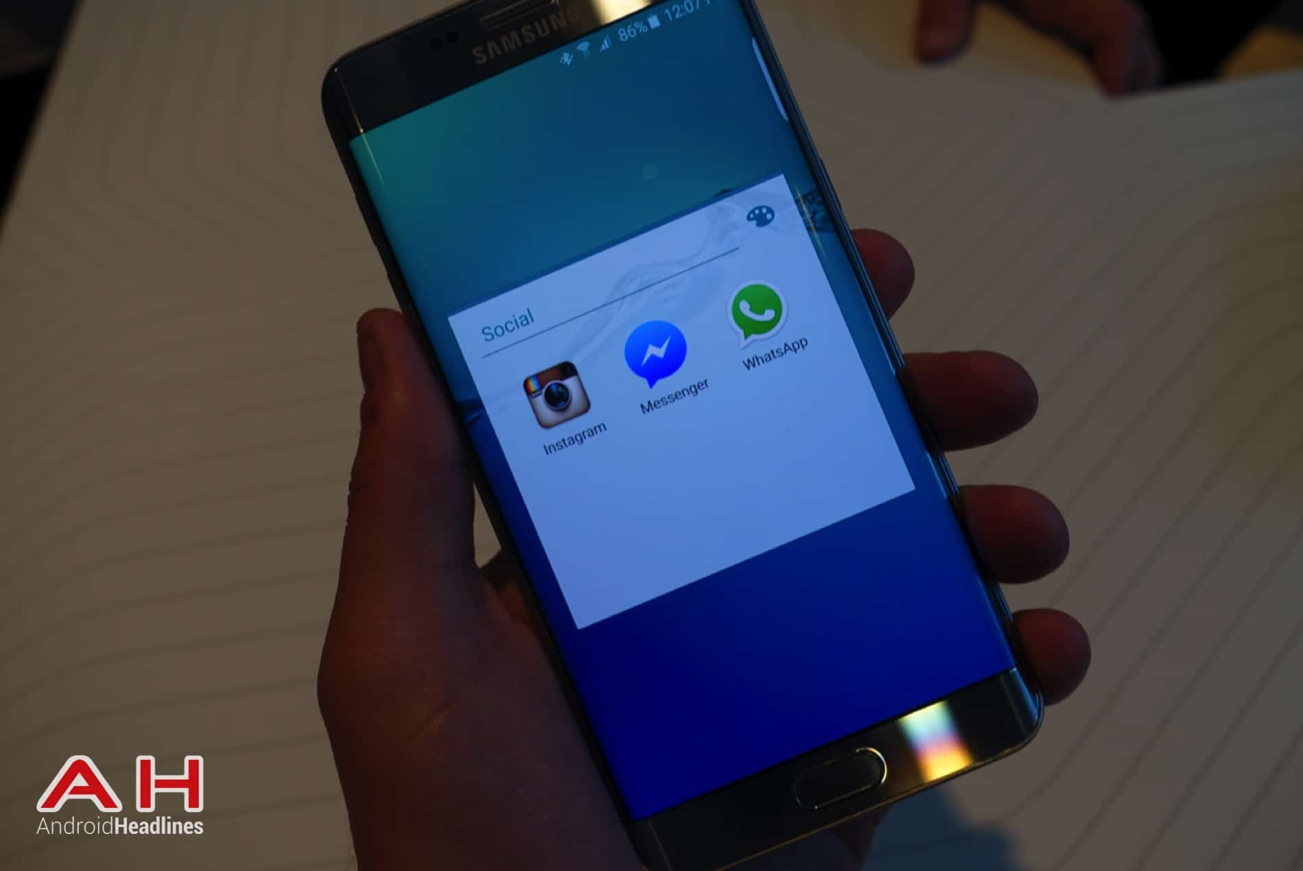 Galaxy S6 Edge Hands On AH 17