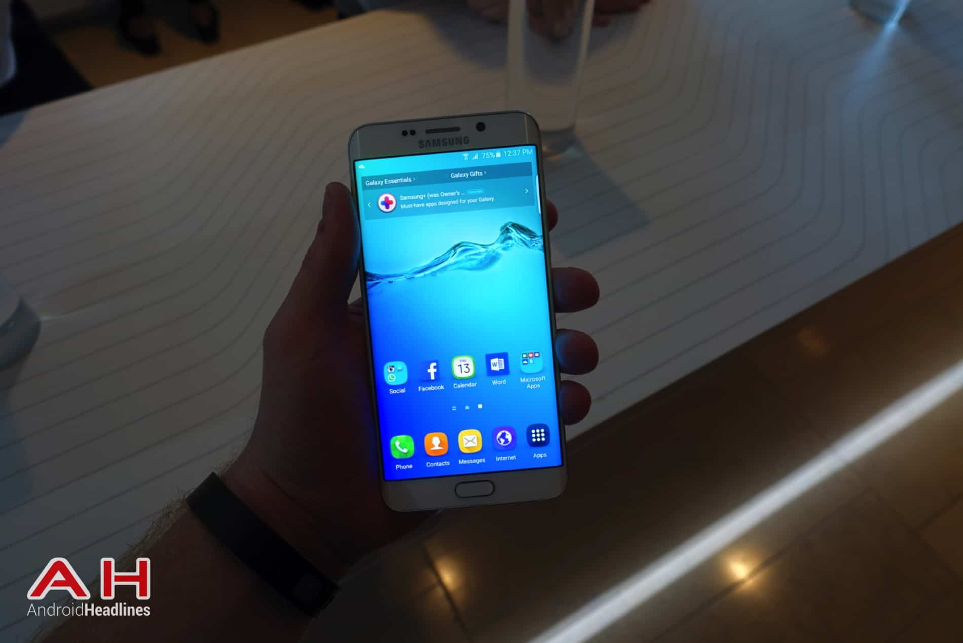 Galaxy S6 Edge+ Hands On AH 35