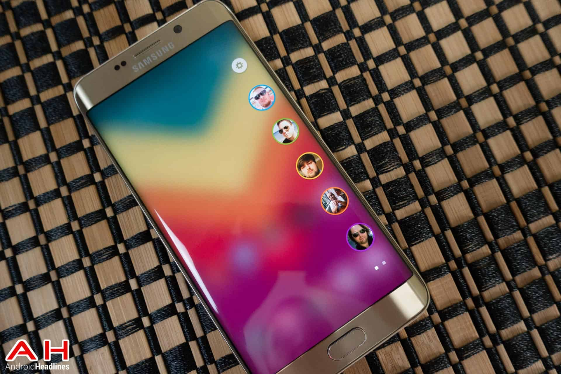 Galaxy-S6-Edge-Plus-Apps-Edge-AH-1