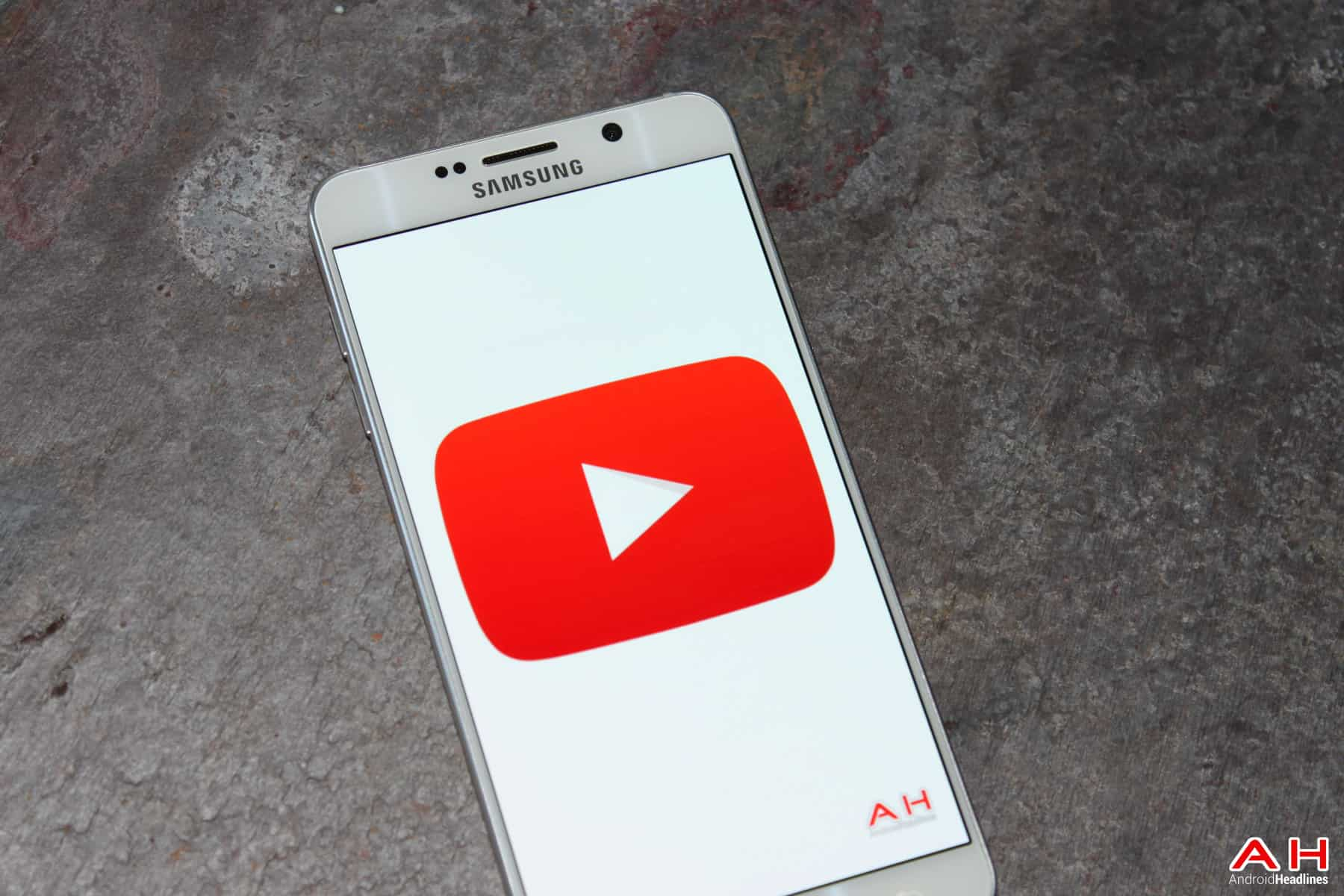 The YouTube App Is Now Gaining A Bottom Navigation Bar | Androidheadlines.com