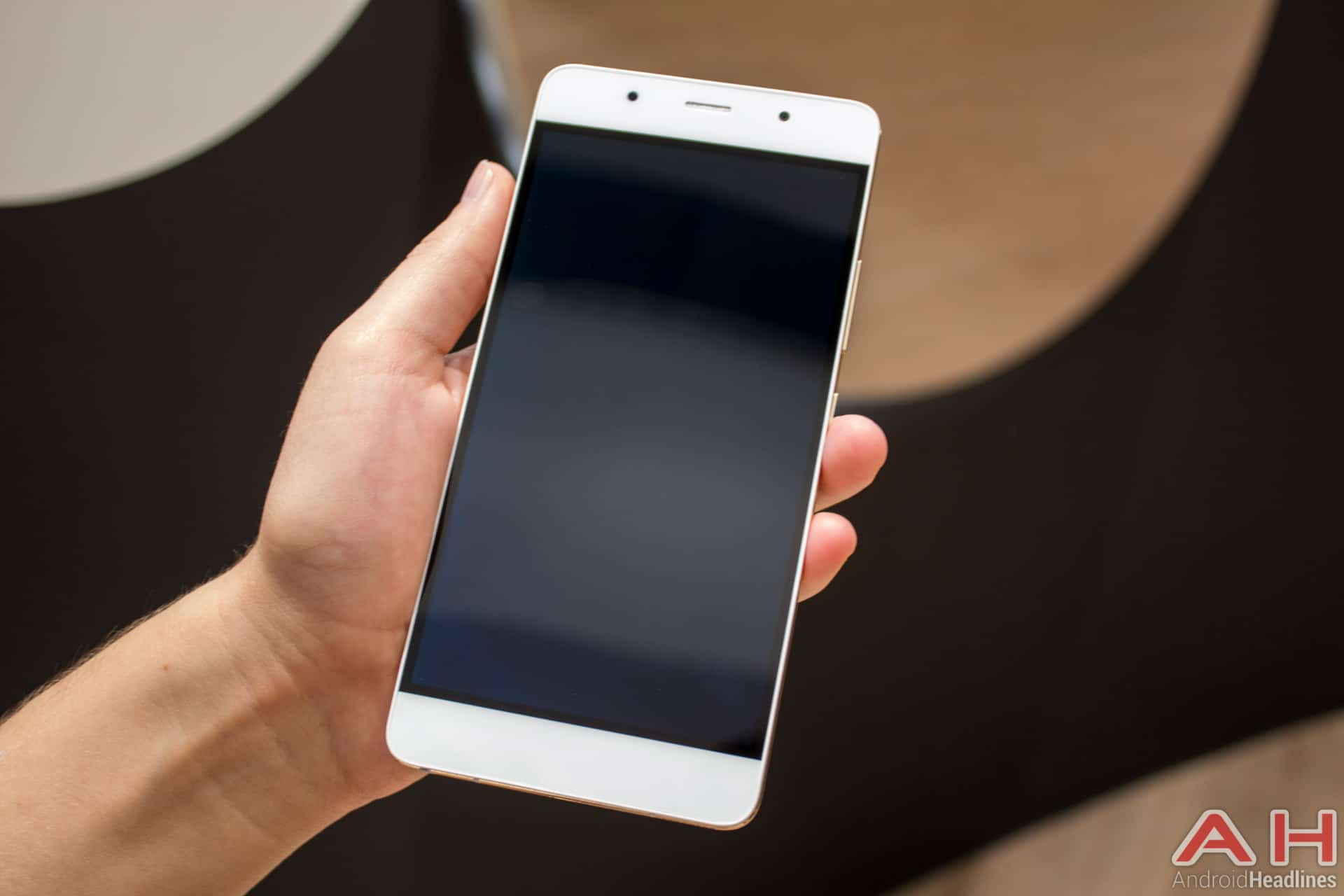 Hands On With Hisense C1 And C20 King Kong 2 Handsets