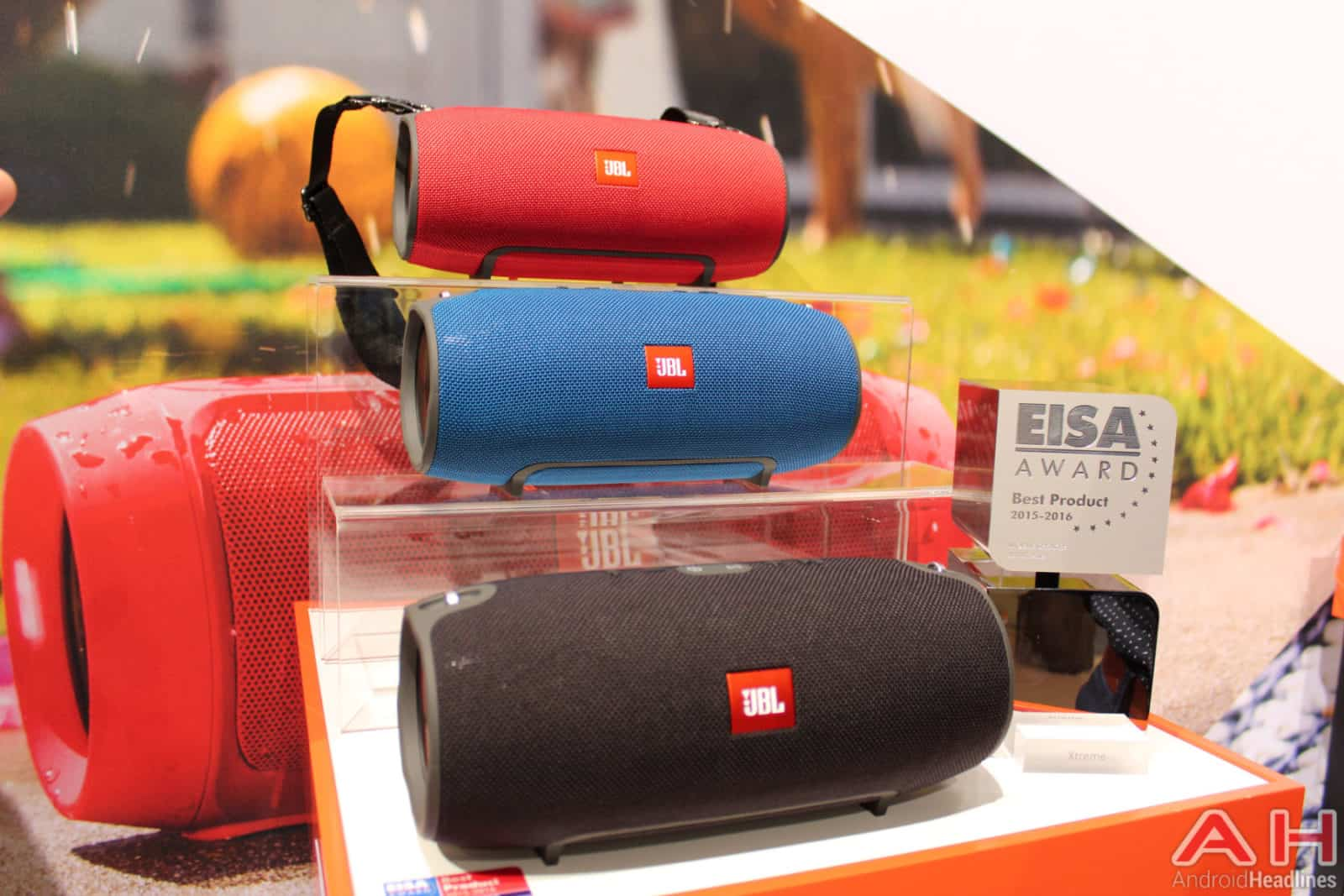 hands on with the jbl xtreme bluetooth speaker. Black Bedroom Furniture Sets. Home Design Ideas