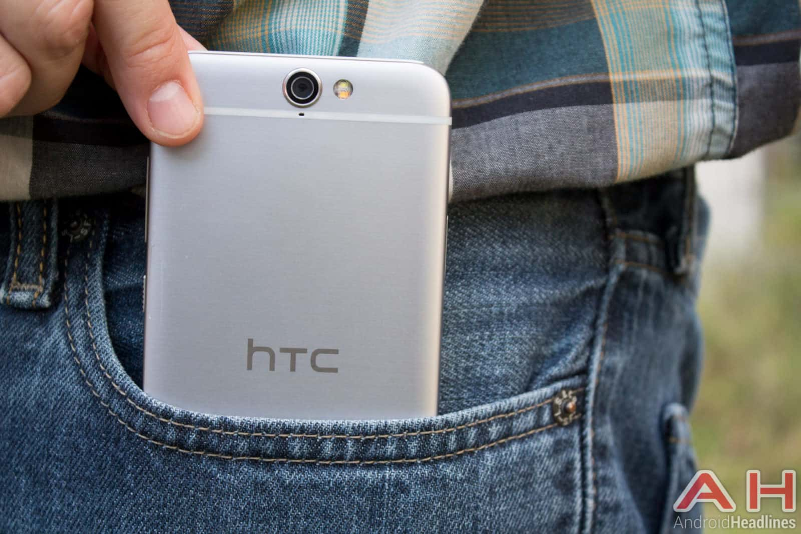 HTC-One-A9-AH-13