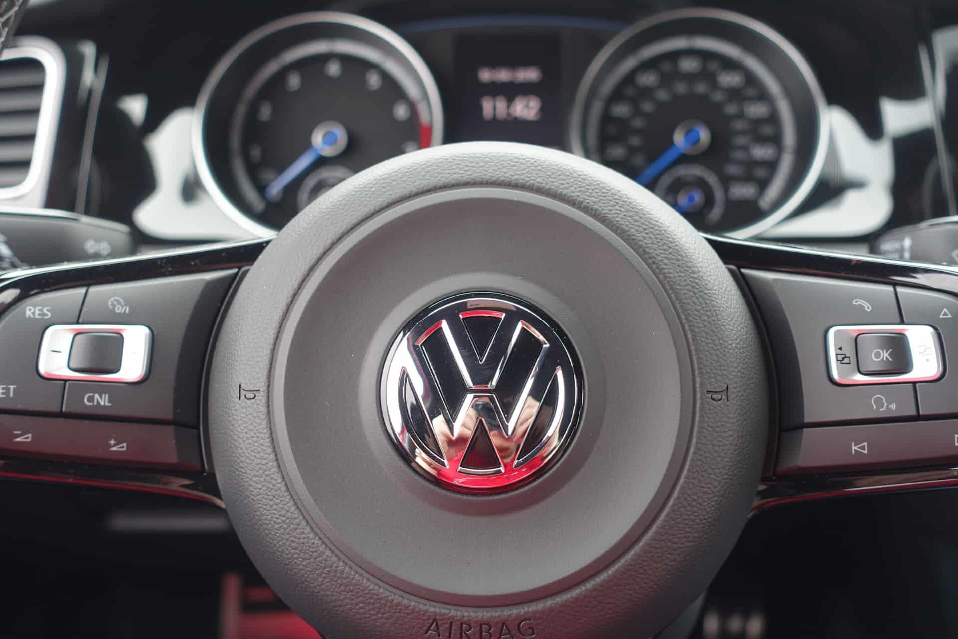 Volkswagen Golf R Review AH 12