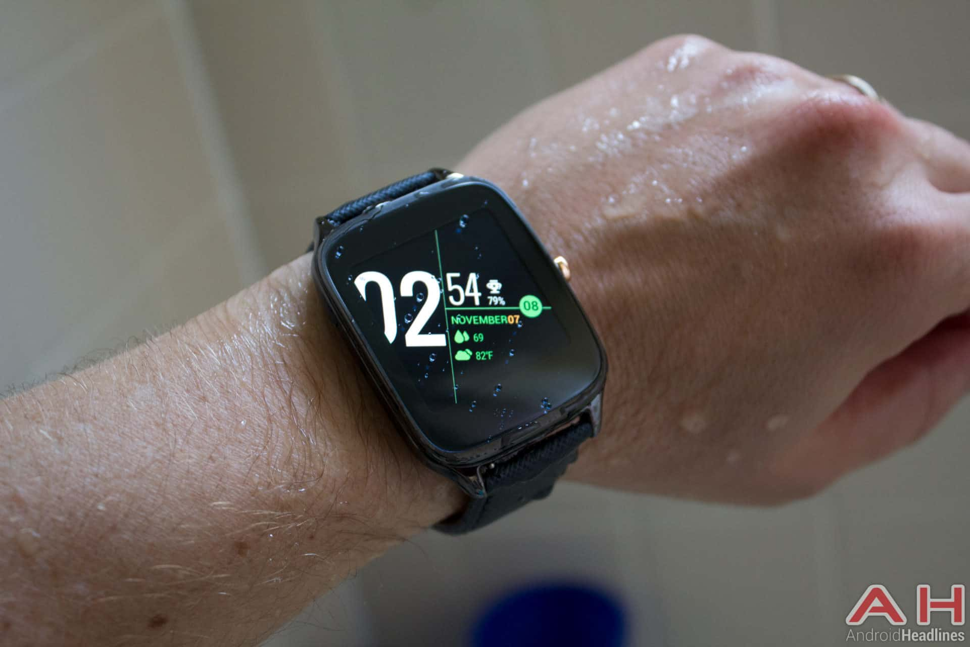 Asus-ZenWatch-2-AH-wet