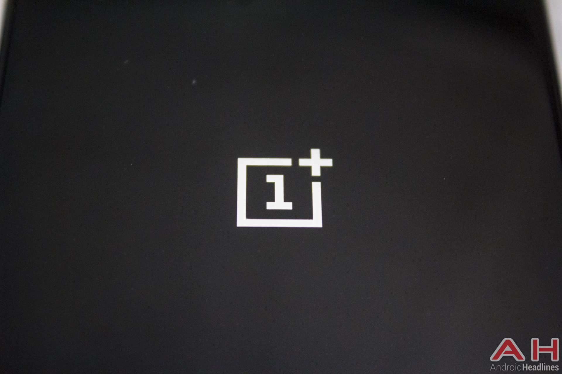 OnePlus-X-AH-logo-5